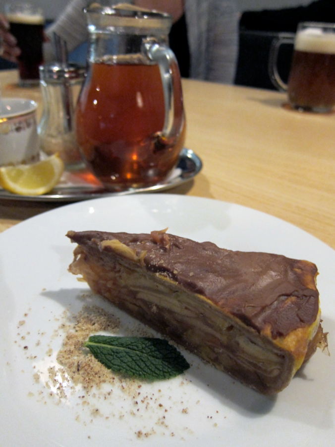 plevel apple cake prague