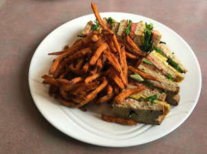 Shoreline Diner -- how to eat #vegan on #capecod.