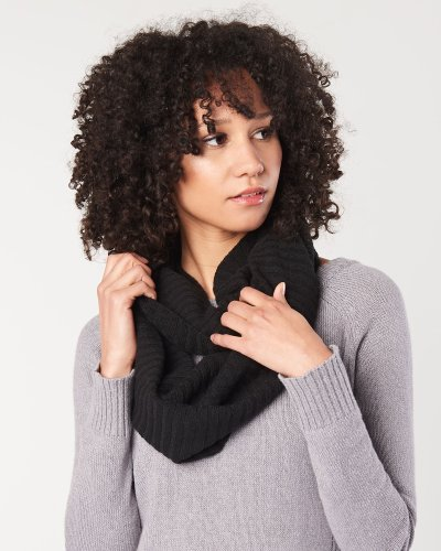 Hoodlamb's sustainably made vegan infinity scarf